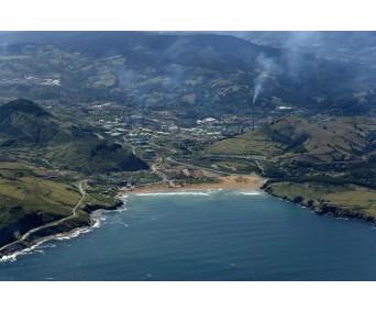 Playa de La Arena y Petronor